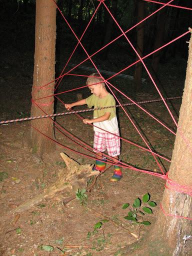 Etapová hra v lese - pavučina.