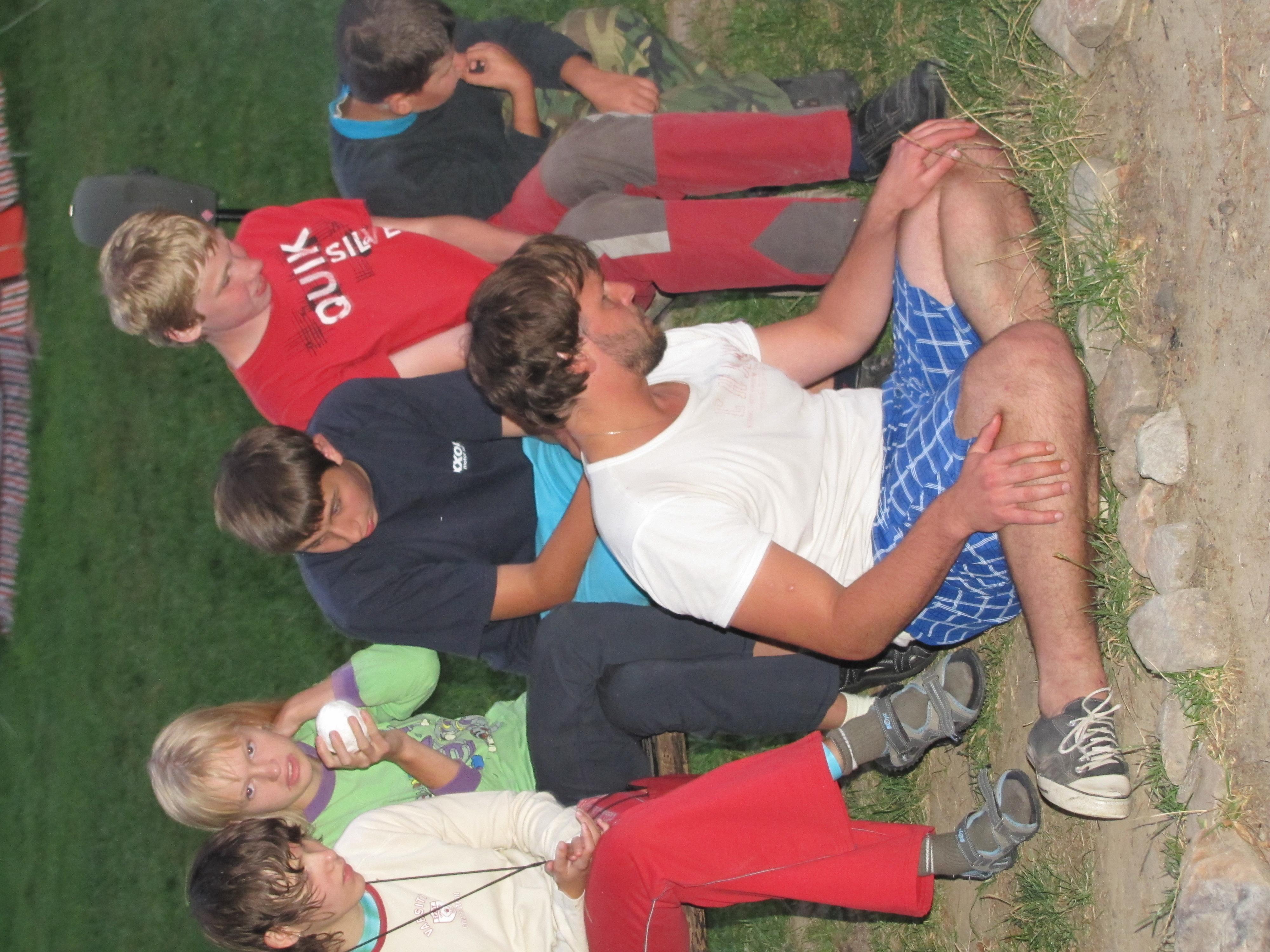 Rakouské děti u ohně
